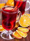 Hot mulled wine with orange slices and cinnamon sticks Royalty Free Stock Images