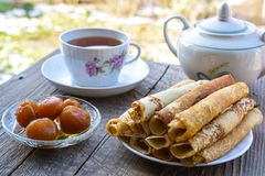 Hot pancakes, fragrant tea and figs Royalty Free Stock Images