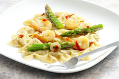 Hot pasta with asparagus Stock Photography