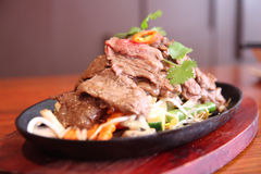 Thai beef sizzling on hot plate Royalty Free Stock Photos