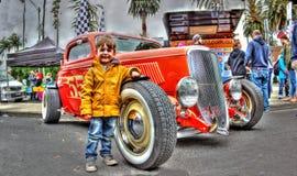 Hot rod avec un jeune garçon Photo libre de droits