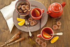 Hot tea / mulled wine and christmas cookies Stock Photography