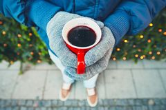 Hot wine at the Christmas market Royalty Free Stock Images