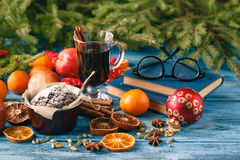 Hot wine drinks with spicy and sweet arrangement, Shot on old wo Stock Photos