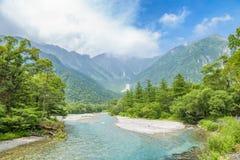 Hotakaberg en Azusa River in Kamikochi, Nagano, Japan Stock Fotografie