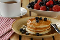 Hotcakes and tea Stock Photography
