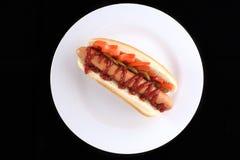 Hotdog com tomate e salmouras Foto de Stock