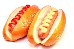 Hotdog mit zwei Klassikern lizenzfreie stockfotografie