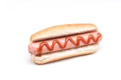 Hotdog och ketchup på vit bakgrund Arkivbilder