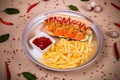 Hotdog und gebratene Kartoffel Stockfoto