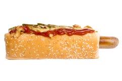 Hotdog whith Zwiebel und Gurke Lizenzfreie Stockfotografie
