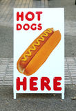 Hotdoge für Verkaufszeichen Stockfotos