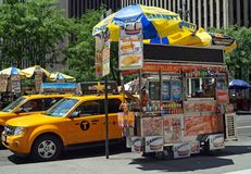 Hotdogkar in de Stad van New York Stock Foto