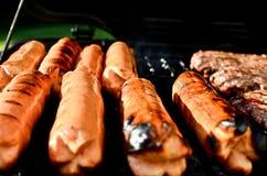 Hotdogs på grilla Royaltyfri Fotografi
