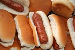 Hotdogs prontos para serir Fotografia de Stock