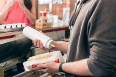 Hotdogverkoper royalty-vrije stock afbeeldingen