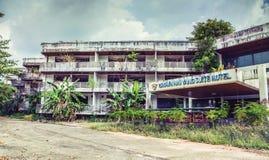 Hotel abandonado Imagens de Stock Royalty Free
