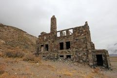 Hotel abandonado que foi supostamente um esconderijo do nazi, Argentina de Sosneado Hot Springs imagens de stock
