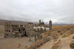 Hotel abbandonato che presunto è stato un nascondiglio del nazi, Argentina delle sorgenti di acqua calda di Sosneado Fotografie Stock