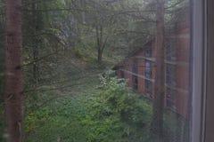 Hotel abbandonato nel legno Immagini Stock Libere da Diritti
