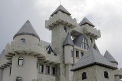 Hotel adornado como castillo fotos de archivo