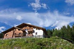 Hotel in alpi Fotografia Stock