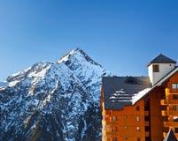 Hotel in alpi francesi Fotografia Stock Libera da Diritti