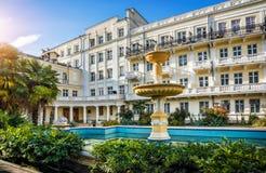Hotel amarelo de Primorskaya Fotografia de Stock