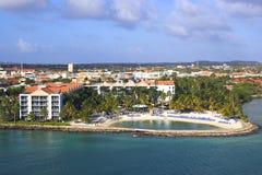 Hotel in Aruba-Hafen, karibisch Stockbild