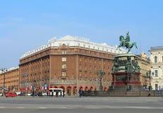 Hotel Astoria und Monument zu Nicholas I. St. Petersburg, Russland. Lizenzfreie Stockfotos