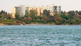 Hotel auf dem Strand in der Stadt von Pomorie in Bulgarien Stockbild