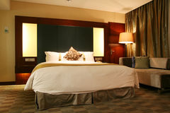 Hotel bedroom. With king size bed Stock Photography