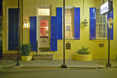 Hotel bij nacht in Frans Kwart dichtbij Bourbonstraat in New Orleans, Louisiane Stock Fotografie