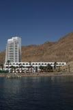 Hotel blanco en la orilla de Mar Rojo Imagen de archivo libre de regalías