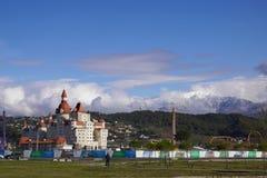 Hotel Bogatyr, Berge und Anziehungskräfte des Sochi-Parks in Adler Stockbilder
