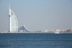 Hotel Burj Al Arab auf Jumeirah-Strand in Dubai, UAE am 28. Juni 2017 Lizenzfreies Stockfoto