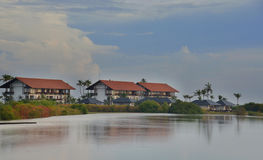 Hotel che affronta laguna Immagini Stock