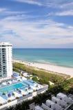 Hotel che trascura la spiaggia Immagine Stock Libera da Diritti