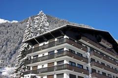 Hotel da estância de esqui Fotos de Stock Royalty Free