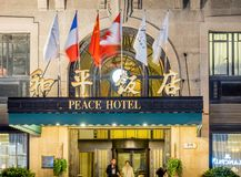 Hotel da paz na estrada do leste de Nanjing, Shanghai, China imagem de stock