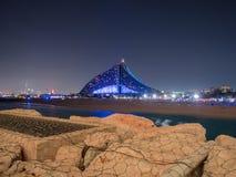 Hotel da praia de Jumeirah na noite imagem de stock