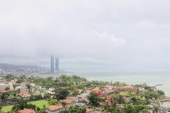 Hotel das torres g?meas de Xiamen nas nuvens imagens de stock