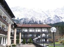 Hotel in de Alpen royalty-vrije stock afbeelding