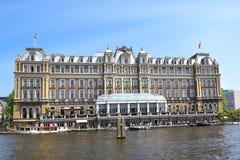 Hotel de Amstel de cinco estrelas no banco do rio de Amstel, Amsterdão Fotos de Stock