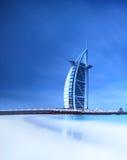 Hotel de Burj Al Arab en la playa de Jumeirah en Dubai imagen de archivo libre de regalías