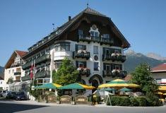 Hotel de centro turístico alpestre imagenes de archivo