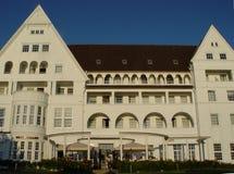 hotel de centro turístico viejo del mar imagen de archivo libre de regalías