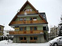 Hotel de estância de esqui Fotos de Stock Royalty Free