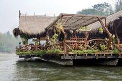 Hotel de flutuação da jangada no rio Kwai Imagem de Stock Royalty Free
