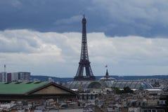 Hotel de Francia Eiffel, torre Eiffel, señal, cielo, torre, zona metropolitana fotos de archivo